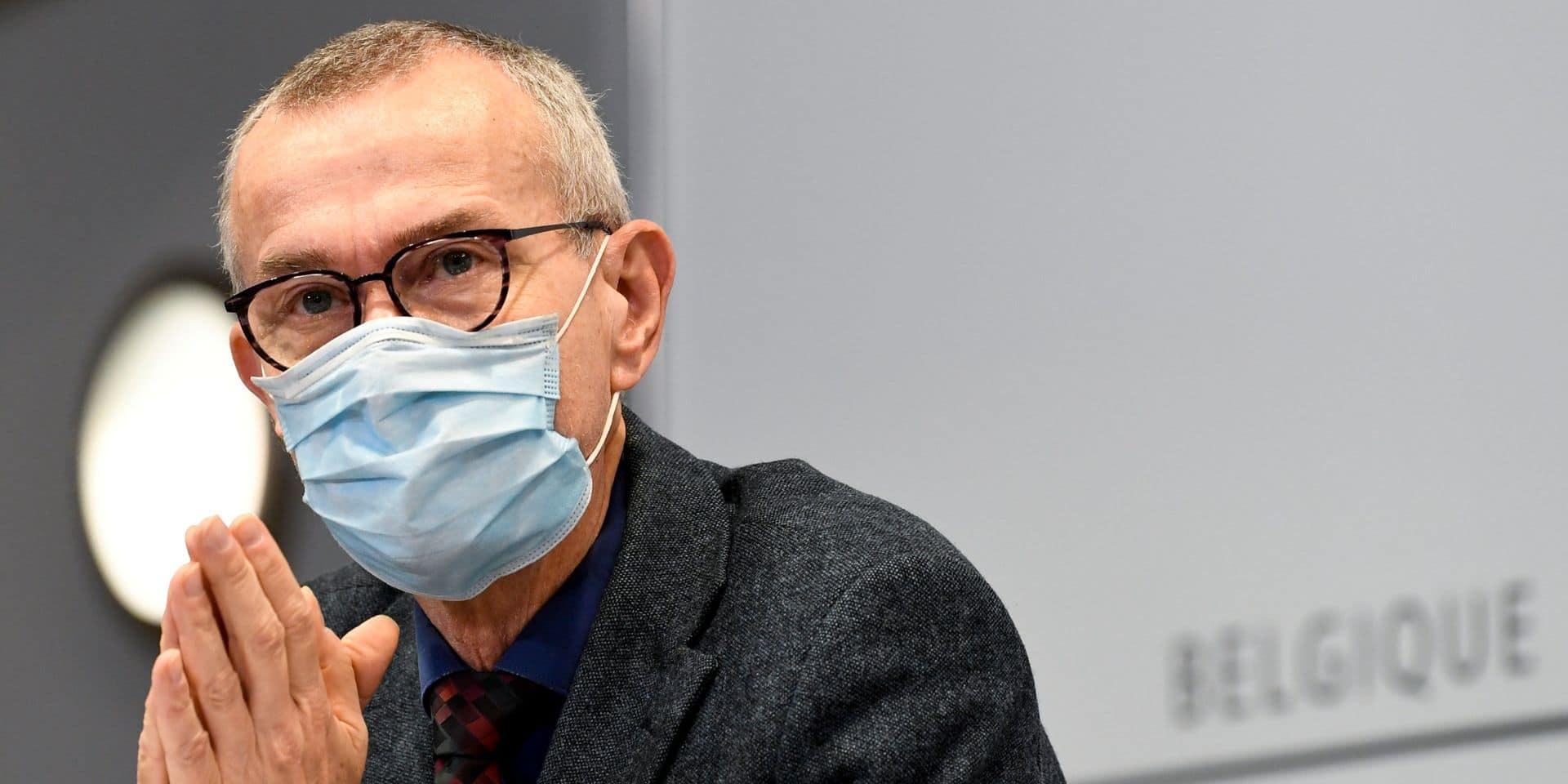 Les enseignants ne sont pas prioritaires pour la vaccination : l'explication de Frank Vandenbroucke