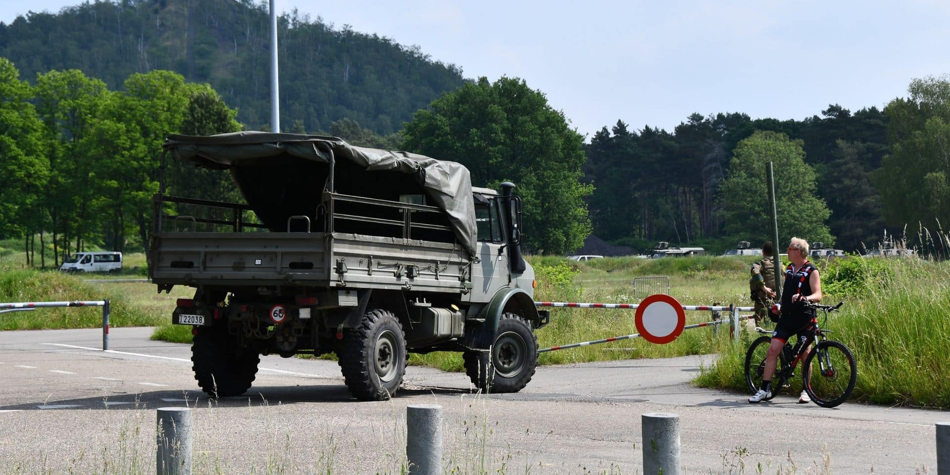 Affaire Jürgen Conings: les premiers militaires de retour au stade du KRC Genk, toujours aucune trace du fugitif
