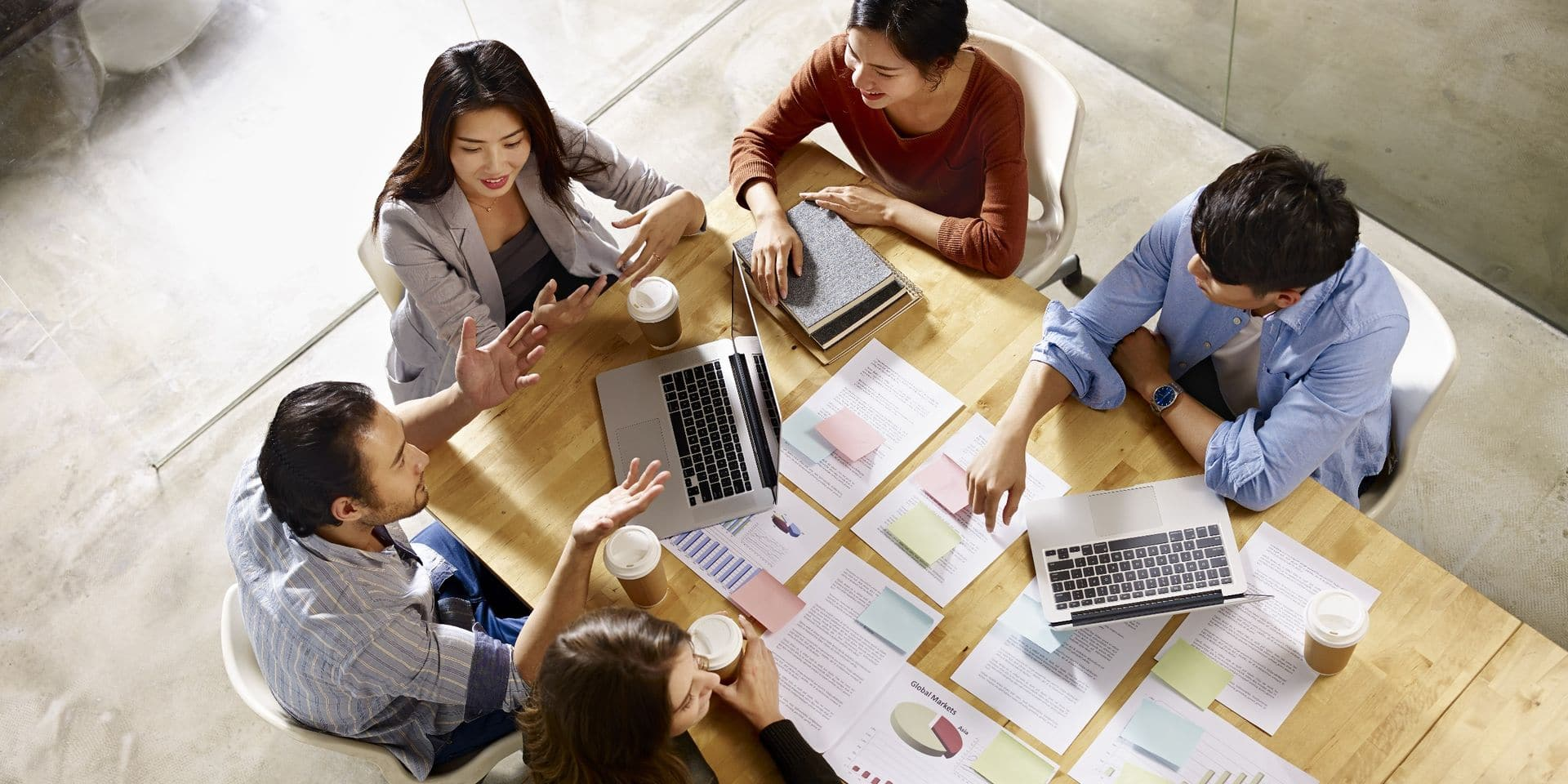 """""""Les dirigeants d'entreprise familiale vont rester plus longtemps en place, 25 ans en moyenne, ce qui permet d'instaurer une vision à long terme"""", souligne Marine Falize, directrice de la Chaire Familles en Entreprises."""