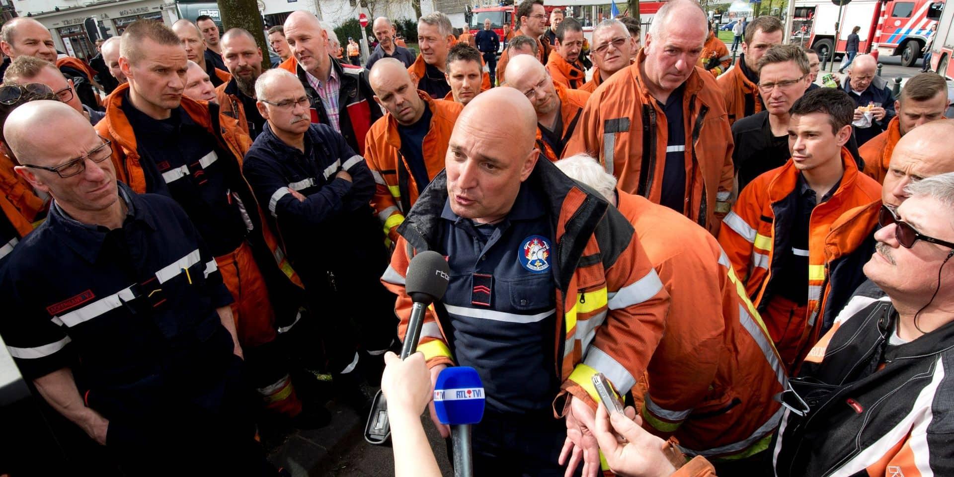 Les pompiers de Bruxelles escortés par la police la nuit du Nouvel An