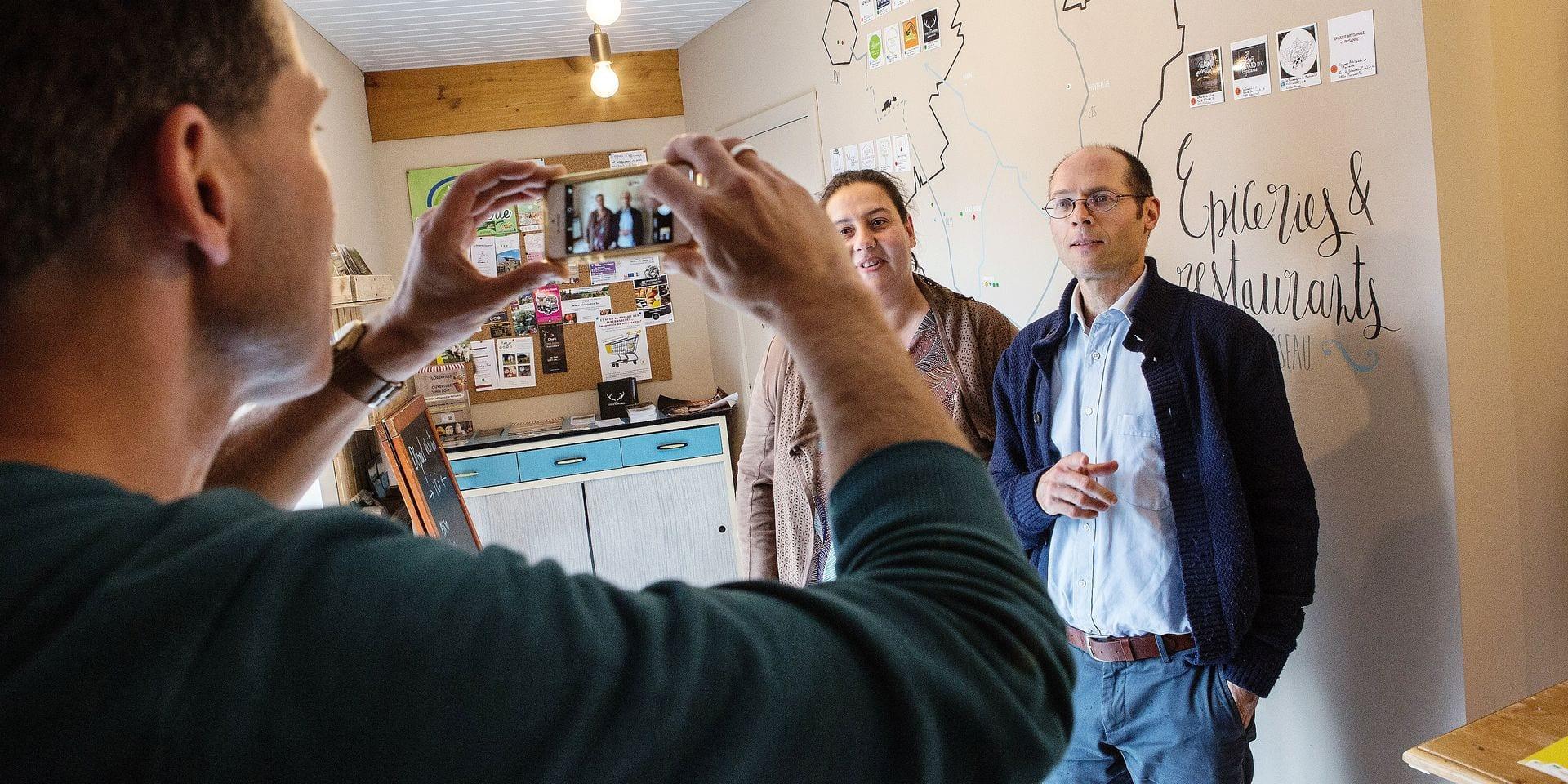 Olivier de Schutter, candidat Ecolo aux elections europeennes de 2019, visite Carrefour Paysan, le magasin des producteurs de la cooperative Reseau Solidairement