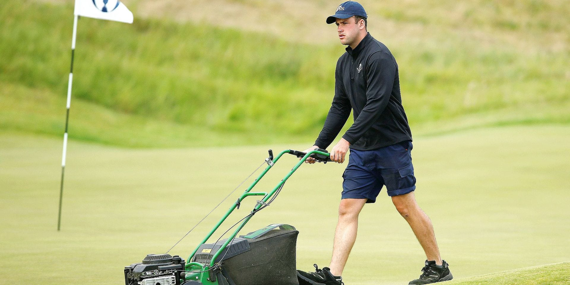 Golf - The 146th Open Championship - Royal Birkdale - Southport, Britain - July 19, 2017 Greenkeeper cuts the grass during a practice round REUTERS/Paul Childs © PHOTO NEWS / PICTURE NOT INCLUDED IN THE CONTRACTS ! only BELGIUM !
