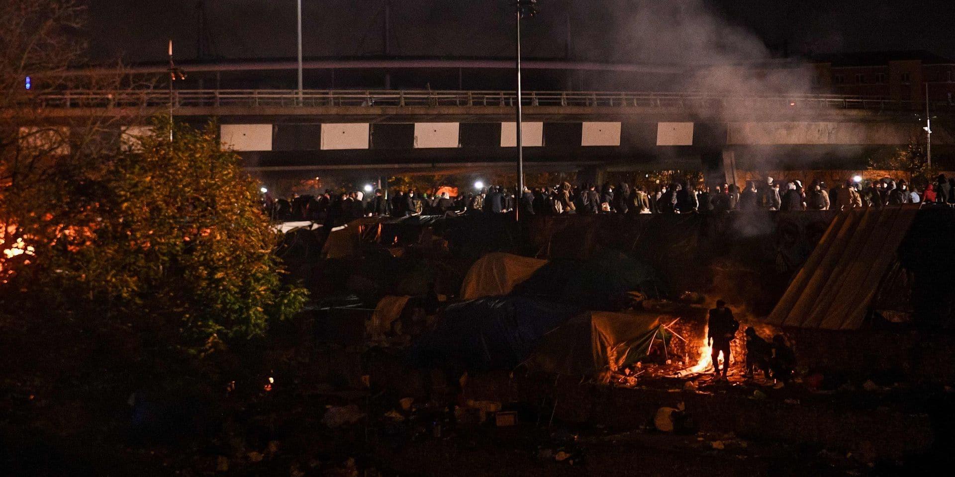 Evacuation d'un important campement de migrants au pied du Stade de France
