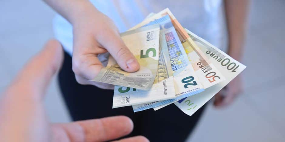 Comment les banques font payer en douce des frais aux investisseurs - La Libre