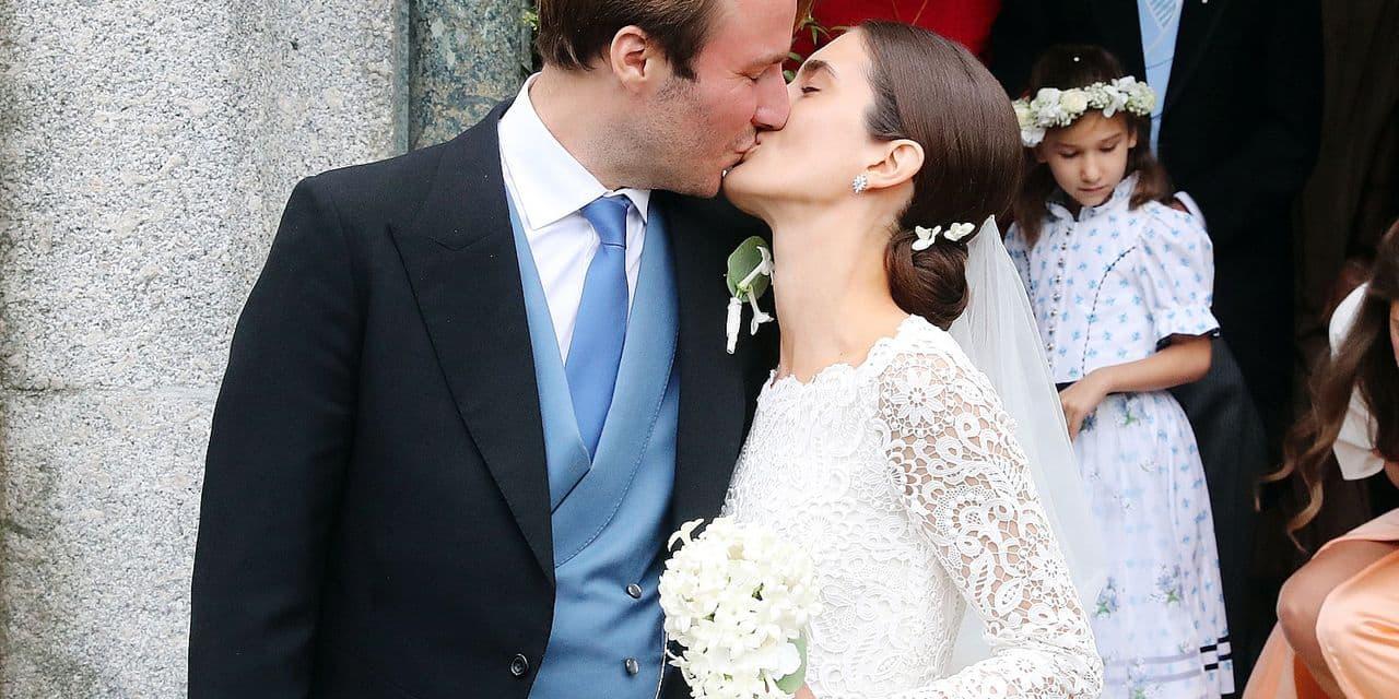 01.09.2018, Switzerland, St. Moritz: Konstantin von Bayern and his wife Deniz leave the church after their wedding and kiss. Photo: Franziska Kraufmann/dpa Reporters / DPA