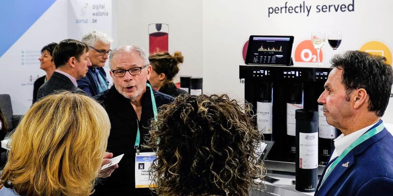 """Thierry Tacheny, avec son """"smart wine dispenser"""", sur le stand Digital Wallonia au CES."""