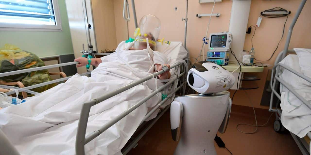 """En Italie, des robots au chevet des malades: """"Ce sont des assistants infatigables et ils ne peuvent être contaminés"""""""