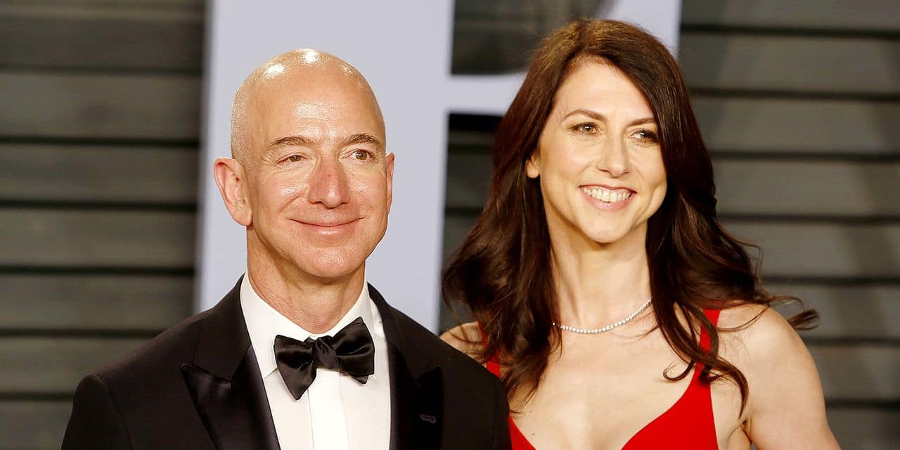 Amazon CEO Jeff Bezos and MacKenzie Bezos attending the 2018 Vanity Fair Oscar Party hosted by Radhika Jones at Wallis Annenberg Center for the Performing Arts on March 4, 2018 in Beverly Hills, California. | usage worldwide Reporters / DPA