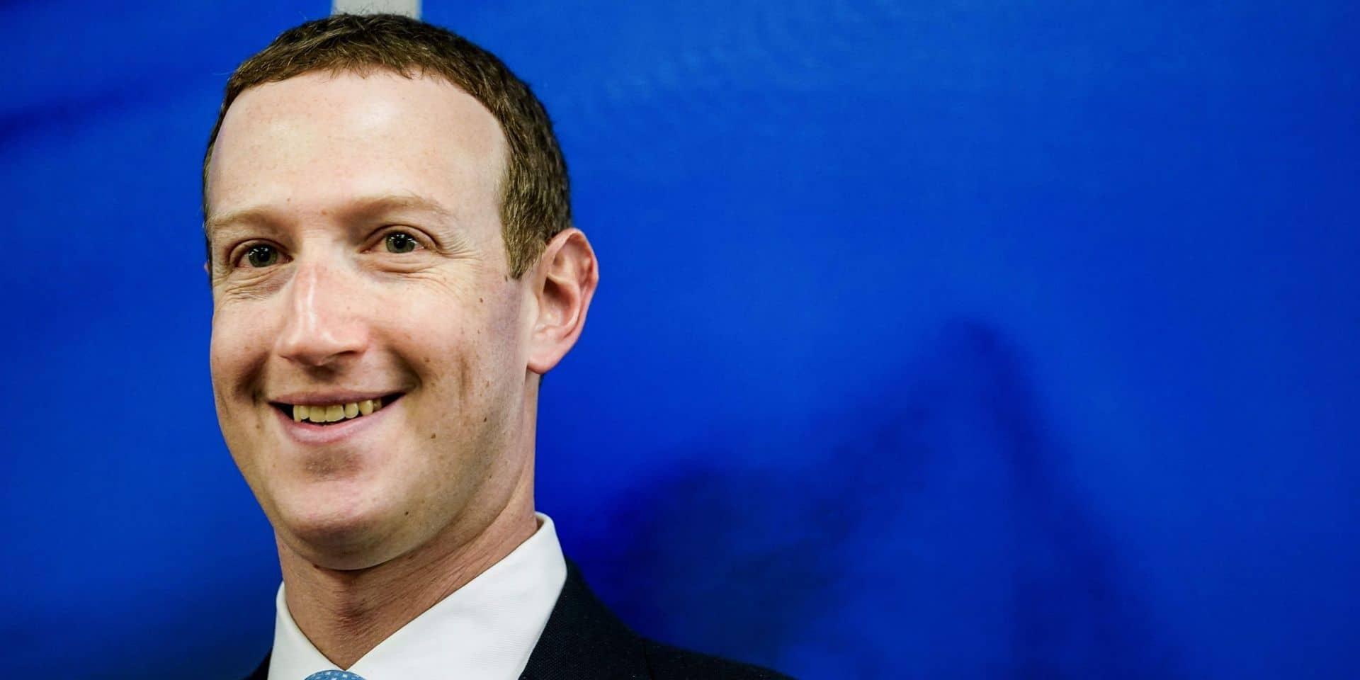 Mark Zuckerberg surpris dans un bar bruxellois: des touristes partagent des photos du patron de Facebook