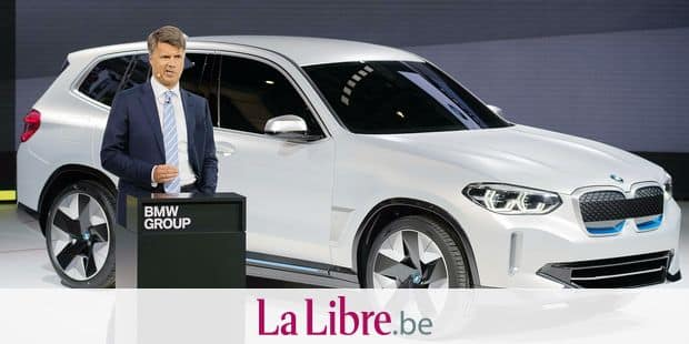 Harald Krueger, chairman of the board of management of BMW AG, presents the BMW iX3 concept car during a press conference at the Beijing Auto Show in Beijing on April 25, 2018. Industry behemoths like Volkswagen, Daimler, Toyota, Nissan, Ford and others will display more than 1,000 models and dozens of concept cars at the Beijing auto show. / AFP PHOTO / NICOLAS ASFOURI