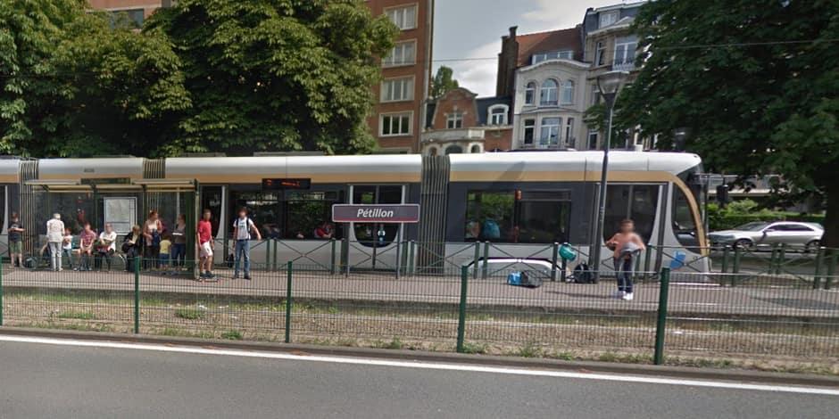 Une personne coincée sous un tram à hauteur de l'arrêt Pétillon à Etterbeek