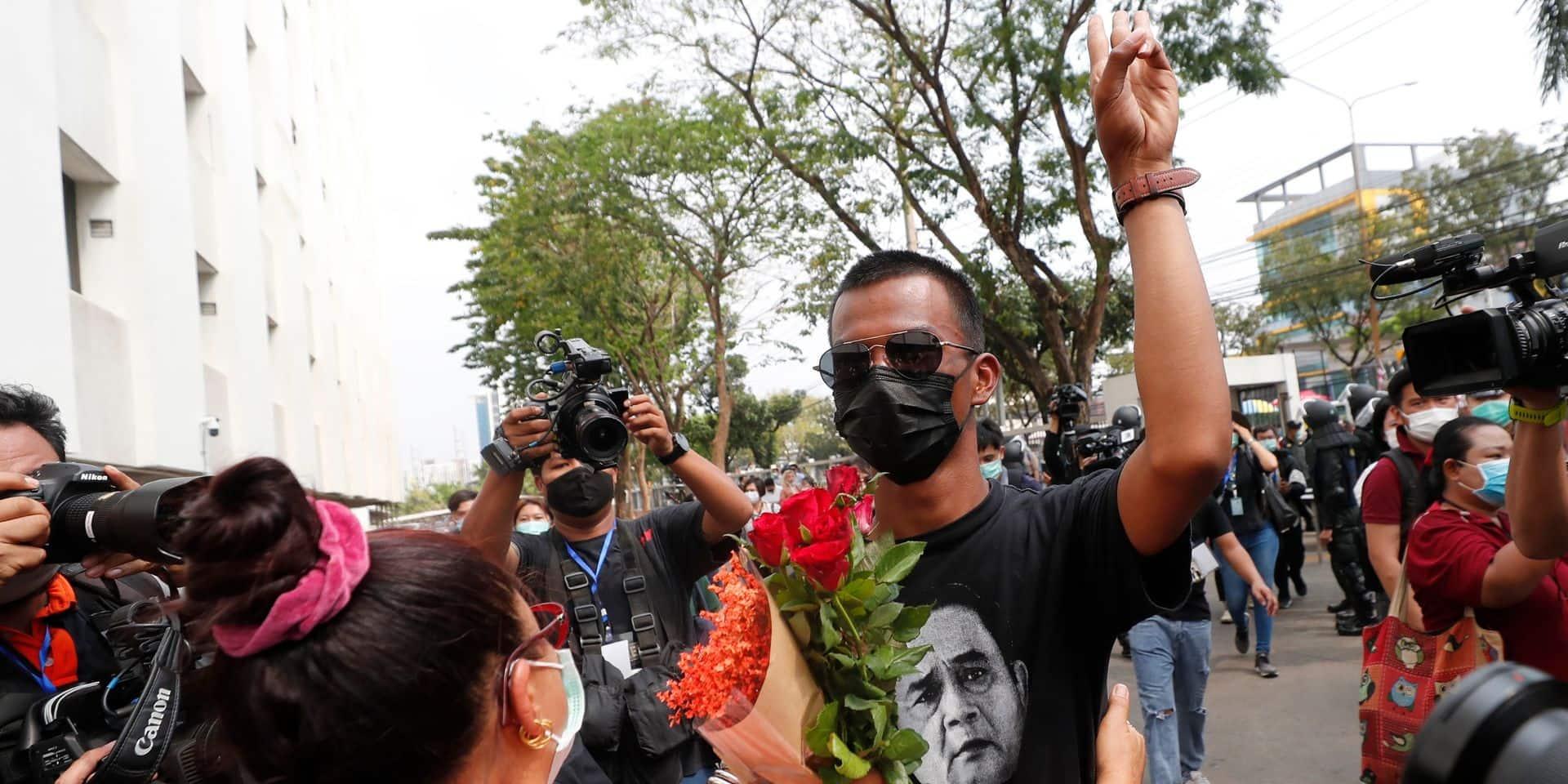 Thaïlande : deux figures de proue de la contestation pro-démocratie libérées sous caution