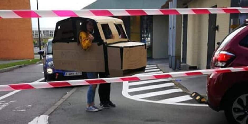 Scène surréaliste à La Louvière: une voiture de carton dans les files du drive-in du McDonald's