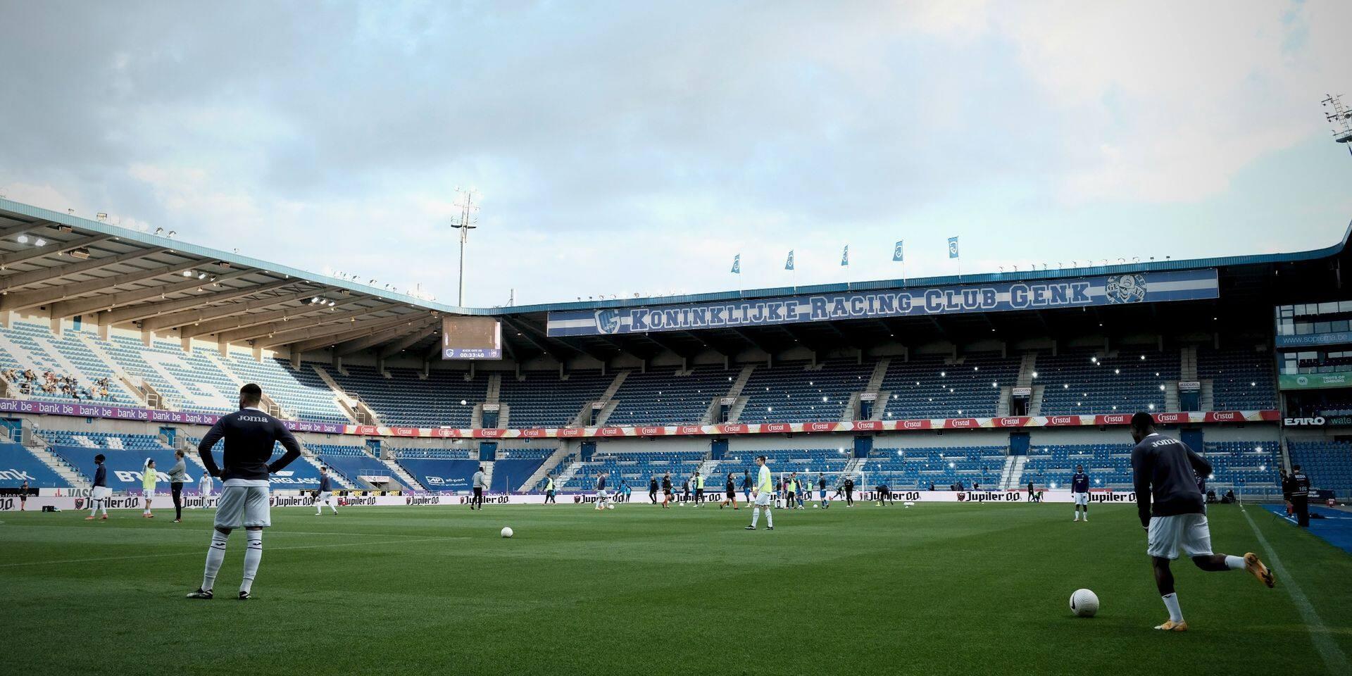 Surréaliste: Genk - Anderlecht retardé de 15 minutes à cause... du VAR (PHOTOS)