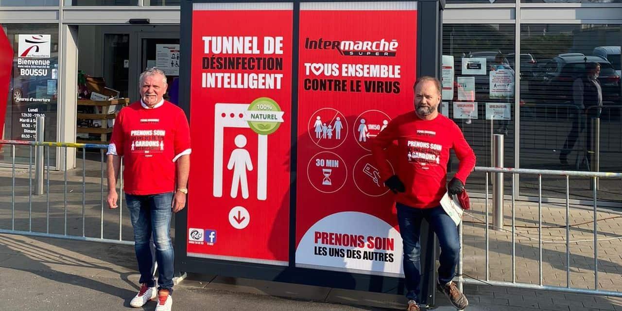 Une première en Belgique: un tunnel de décontamination pour les clients à l'entrée d'un supermarché