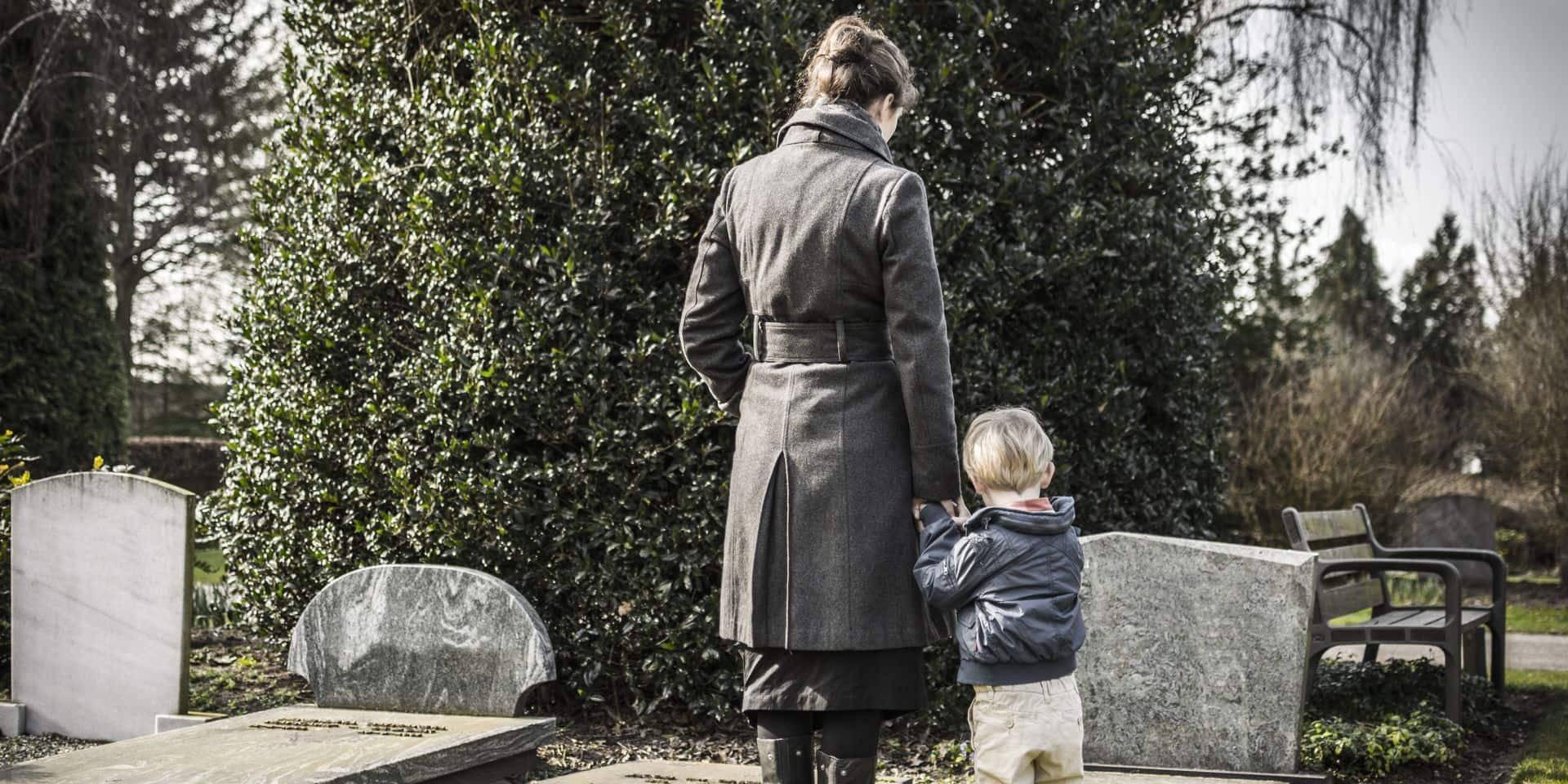 """Le décès d'un conjoint fait souvent basculer les familles dans la précarité: """"On est en deuil et en plus il y a les soucis financiers"""""""