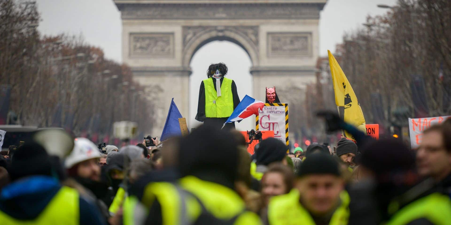 """L'AFP dément avoir truqué une photo d'un """"gilet jaune"""""""