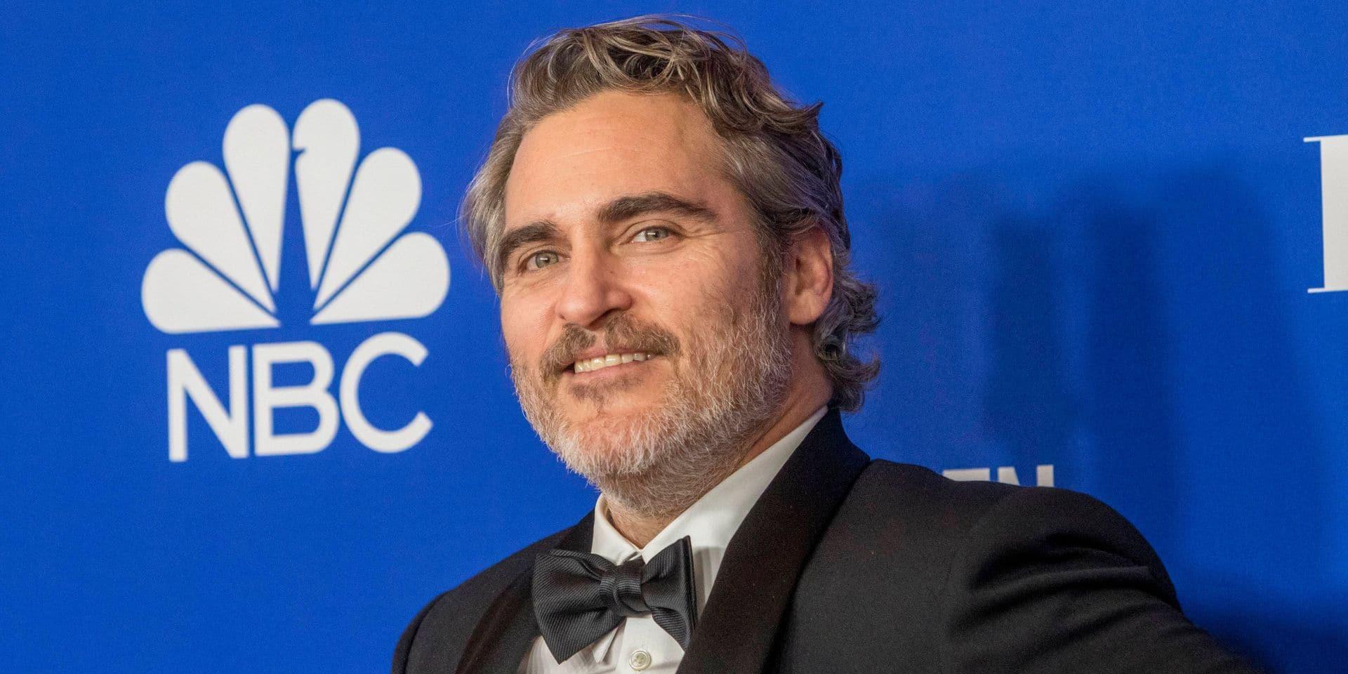 Tout juste récompensé, Joaquin Phoenix quitte le tapis rouge pour manifester devant un abattoir