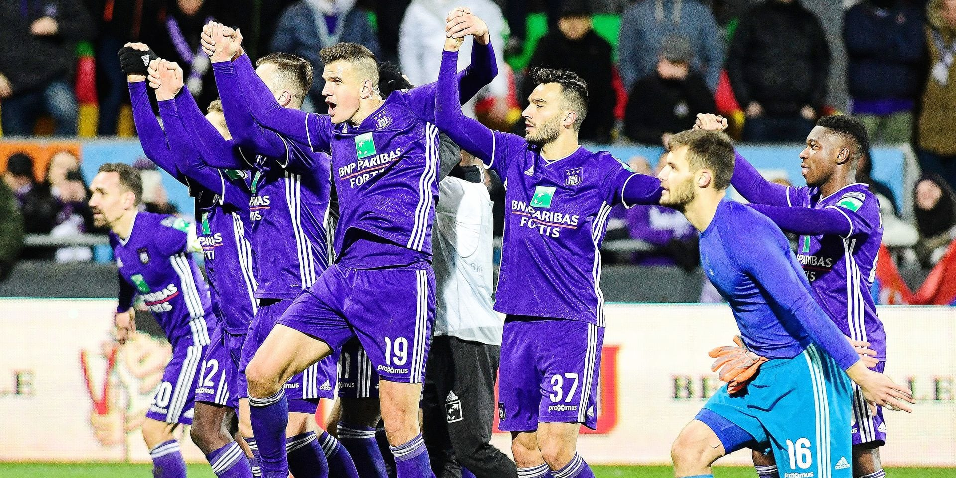 Anderlecht's players celebrate after winning a soccer game between KV Oostende and RSCA Anderlecht, Sunday 17 March 2019 in Oostende, on the 30th day of the 'Jupiler Pro League' Belgian soccer championship season 2018-2019. BELGA PHOTO LAURIE DIEFFEMBACQ