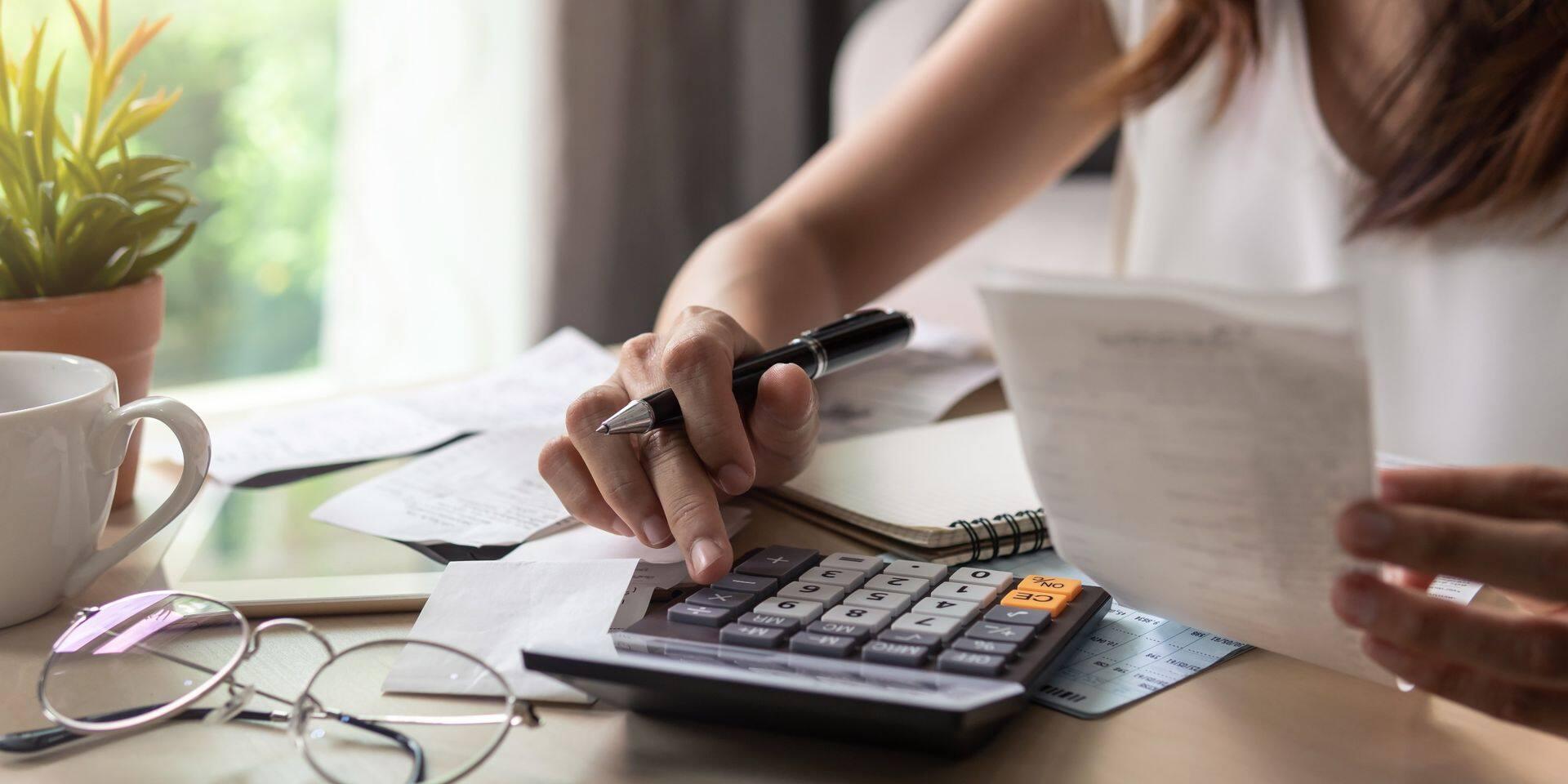 Le taux d'épargne des ménages recule nettement au troisième trimestre
